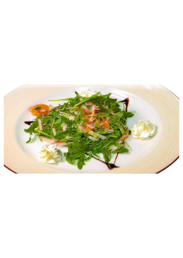 Салат с лососем и мягким сыром 180 г